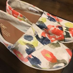 TOMS Shoes SMulti Color Floral Slip On Canvas